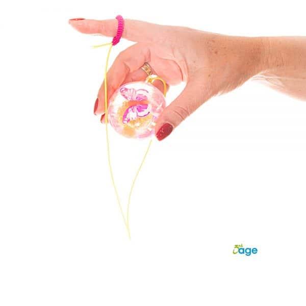 כדור עם חוט לאצבע שחוזר